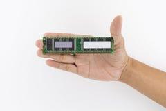 Mano che tiene il chip di IC Immagini Stock