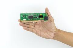 Mano che tiene il chip di IC Immagine Stock Libera da Diritti