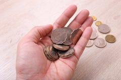 Mano che tiene le monete del dollaro di Hong Kong Immagini Stock Libere da Diritti