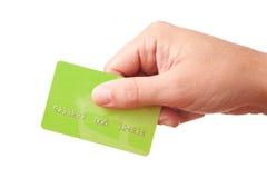 Mano che tiene scheda di plastica verde Immagini Stock Libere da Diritti