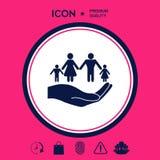 Mano che tiene un simbolo della famiglia La famiglia protegge l'icona Immagine Stock