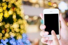 mano che tiene un telefono di touch screen moderno Immagine Stock Libera da Diritti