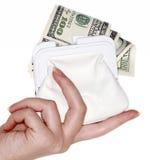 Mano con $100 billetes de banco en un bolso Imagen de archivo