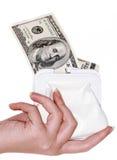 Mano con $100 billetes de banco en un bolso Fotografía de archivo