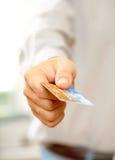 Mano con de la tarjeta de crédito foto de archivo