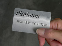 Mano con de la tarjeta de crédito Imagenes de archivo