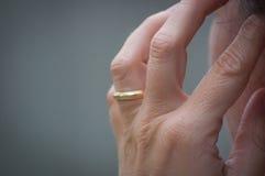 Mano con el anillo Fotografía de archivo