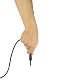 Mano con el cable de audio aislado en el fondo blanco Fotos de archivo
