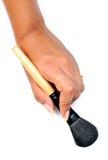 Mano con el cepillo del maquillaje Fotografía de archivo libre de regalías
