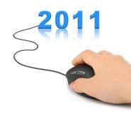 Mano con el ratón y 2011 del ordenador Fotografía de archivo libre de regalías