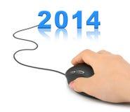 Mano con el ratón y 2014 del ordenador Fotografía de archivo libre de regalías