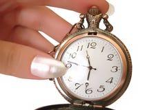 Mano con el reloj de oro viejo Imágenes de archivo libres de regalías