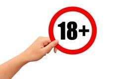 Mano con il segno 18+ degli adulti soltanto Immagini Stock