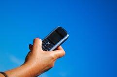 Mano con il telefono mobile Fotografie Stock