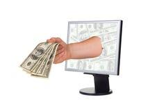 Mano con il video del calcolatore e dei soldi Fotografie Stock Libere da Diritti