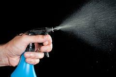 Mano con la botella del aerosol de la limpieza Fotografía de archivo libre de regalías