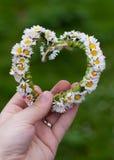 Mano con la corona del cuore Fotografie Stock