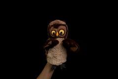 Mano con la marioneta del búho Imagenes de archivo