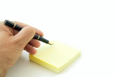 Mano con la penna ed il post-it Fotografie Stock