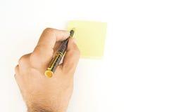 Mano con la penna ed il post-it Fotografia Stock Libera da Diritti
