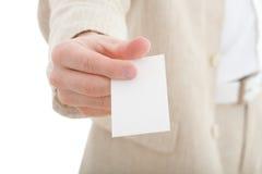 Mano con la tarjeta de visita en blanco fotografía de archivo