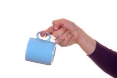 Mano con la taza imagen de archivo libre de regalías