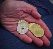 Mano con las monedas Imagen de archivo