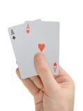 Mano con las tarjetas que juegan imagen de archivo libre de regalías