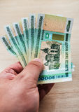 Mano con le rubli bielorusse Fotografie Stock Libere da Diritti