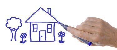 Mano con Pen Drawing House e l'albero Immagine Stock