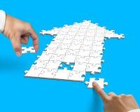 Mano con rompecabezas de la forma de la flecha Imagen de archivo libre de regalías