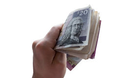 Mano con soborno escocés del dinero, efectivo de la paga, dando el dinero, concepto de la corrupción Imagen de archivo