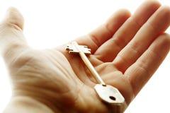 Mano con un clave Foto de archivo