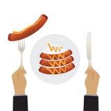 Mano con un coltello e le salsiccie su un piatto illustrazione di stock