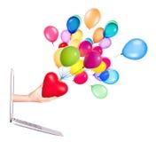 Mano con un cuore - regalo e computer portatile Immagine Stock Libera da Diritti