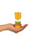 Mano con un fiore di plastica Immagini Stock Libere da Diritti