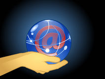Mano con una esfera de cristal Imagenes de archivo