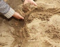 Mano dalla sabbia Immagini Stock