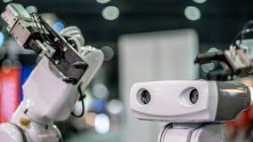 Mano de brazo mecánico del robot industrial foto de archivo libre de regalías