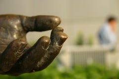 Mano de bronce de la estatua Imagen de archivo libre de regalías
