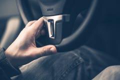 Mano de la conducción fácil en la rueda Imagen de archivo libre de regalías