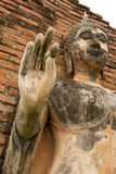 Mano de la demostración de la estatua de Buda del cemento para arriba Imagen de archivo libre de regalías