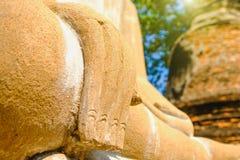 Mano de la estatua vieja blanca de Buda Foto de archivo