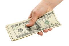 Mano de la mujer con 100 billetes de dólar Foto de archivo libre de regalías