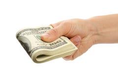 Mano de la mujer con 100 billetes de dólar Imagenes de archivo