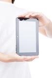 Mano de la mujer usando un dispositivo de la pantalla táctil. Fotos de archivo libres de regalías