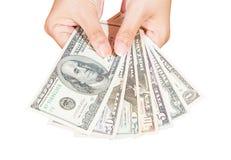 Mano de la señora que sostiene el billete de banco de los dólares fotografía de archivo