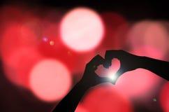 Mano de la silueta en corazón Foto de archivo libre de regalías