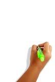 Mano de las muchachas que sostiene una pluma Imagenes de archivo
