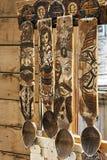 Mano de madera de las cucharas grabada fotos de archivo